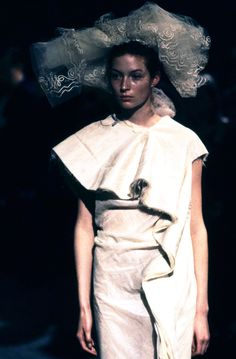 Comme des Garçons Spring 1998 Ready-to-Wear Fashion Show Details