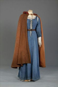 Medieval dress and cloak Medieval Fashion, Medieval Clothing, Medieval Outfits, Historical Costume, Historical Clothing, Medieval Costume, Medieval Cloak, Easy Renaissance Costume, Medieval Witch