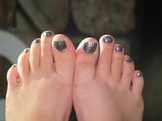 Easy and cute toe nails!