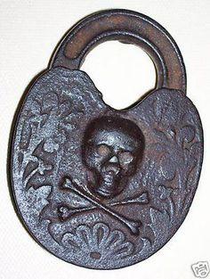 Original Antique Skull & Cross Bones Lock~What mermaid doesn't need a lock for her treasure chest. Memento Mori, Cles Antiques, La Danse Macabre, Templer, Old Keys, Knobs And Knockers, Key Lock, Skull And Bones, Skull Art