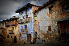 """Imagen """"medieval"""" de una calle de la Peña-roja de Tastavins (Matarraña), en la frontera entre Cataluña y Aragón"""