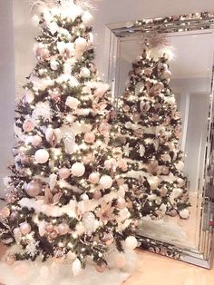 36 Rose and Gold Christmas Tree Decoration Ideas 2018 - .- 36 rose and gold Christmas tree decorating ideas 2018 – # … ideas - Christmas Tree Inspiration, Christmas Tree Design, Beautiful Christmas Trees, Christmas Tree Themes, Rustic Christmas, Christmas Diy, Merry Christmas, Scandinavian Christmas, Minimal Christmas