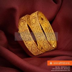 for the best look you desire. Gold Bangles Design, Gold Earrings Designs, Gold Jewellery Design, Necklace Designs, Gold Mangalsutra, Gold Jewelry Simple, Bangle Bracelets, Necklaces, Chur