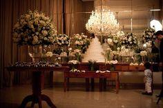 Decoração de casamento tradicional. Mesa de Bolo e de doces. Bossa Noiva por Regiane Sampaio Clube Noivas