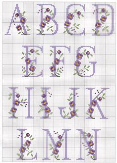 Ricami e schemi a punto croce gratuiti: schemi punto croce gratis-alfab Cross Stitch Alphabet Patterns, Embroidery Alphabet, Cross Stitch Letters, Cross Stitch Flowers, Cross Stitch Charts, Cross Stitch Designs, Stitch Patterns, Cross Stitching, Cross Stitch Embroidery