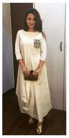 Draped dress for summers Kurta Designs, Blouse Designs, Mehndi Designs, Indian Dresses, Indian Outfits, Casual Dresses, Fashion Dresses, Kurti Styles, Look Short