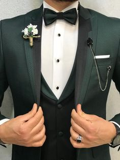 Learn to live in Style. Green Wedding Suit, Wedding Dress Men, Wedding Men, Wedding Suits, Groom Tuxedo Wedding, Dark Green Suit Men, Green Tuxedo, Black Suit Men, Green Man
