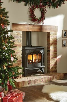 The largest model in the Gazco Huntingdon range, the Gas Huntingdon 40 gas stove is perfectly at home in big open fireplaces or spacious interiors. Gas Stove Fireplace, Wood Burner Fireplace, Cosy Fireplace, Cottage Fireplace, Inglenook Fireplace, Fireplace Design, Wood Stove Hearth, Log Burner Living Room, Living Room With Fireplace