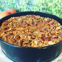 Eplekake med Gresskarfrø | MariannMat Chili, Grains, Food And Drink, Soup, Rice, Baking, Chile, Bakken, Soups