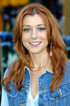 Love the easiness of this style. Alyson Hannigan.