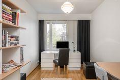Alakerrassa on kolme makuuhuonetta. Corner Desk, Cabinet, Storage, Furniture, Home Decor, Corner Table, Clothes Stand, Purse Storage, Decoration Home