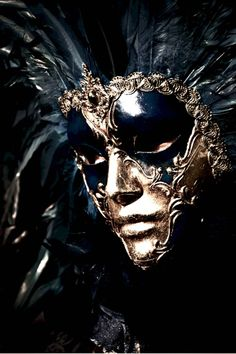 Amazing black and gold Venetian carnival mask. One of my favorites! Venetian Carnival Masks, Carnival Of Venice, Venetian Masquerade, Masquerade Ball Gowns, Masquerade Party, Masquerade Masks, Pierrot Clown, Costume Venitien, Venice Mask