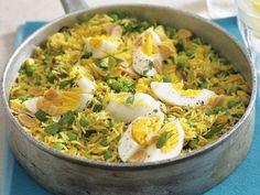 Kedgeree: Schnelle Curry-Reispfanne mit Gemüse und hartem Ei | http://eatsmarter.de/rezepte/kedgeree-mit-gemuese-und-hartem-ei