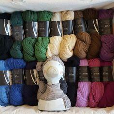 Darauf hat Hinnerk nun so lange gewartet: Yak mit Original tasmanischer Merino extrafine (16 Micron). Das Garn ist so superweich, kratzt überhaupt nicht  und es gibt 18 tolle Farben. Wir freuen uns auf Euch.  #wolleundso #wolle #hinnerk #stricken #häkeln #knit #wool #Bad Bramstedt #atelierzitronknitting #antjeswolle #atelierzitron