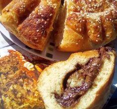 Αφράτο τσουρεκοκέικ με γέμιση πραλίνας φουντουκιού! French Toast, Breakfast, Recipes, Food, Morning Coffee, Essen, Meals, Ripped Recipes, Eten