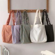Diy Embroidery Bags, Diy Clothes Design, Fabric Bags, Black Tote Bag, Cotton Bag, Bag Making, Color Black, Couture, Purses