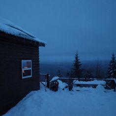 Cabin in the woods  #travel #instatravel #quebec #quebecoriginal #winter #snowshoe #abitibitemiscamingue #abitibi #snowday