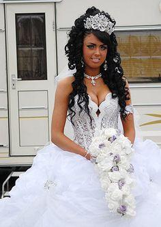 Afbeeldingsresultaat voor gypsy wedding make up Big Wedding Dresses, Big Dresses, Wedding Dressses, Stunning Wedding Dresses, Gypsy Dresses, My Big Fat Gypsy Wedding, Gipsy Wedding, Gypsy Chic, Gypsy Style