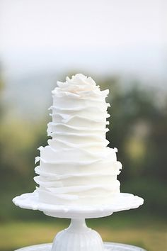 Simple and sweet wedding cake - beautiful layering #wedding #weddingcake #cake