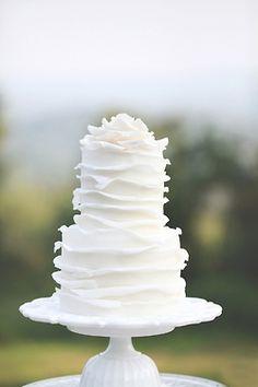 Simple and sweet wedding cake - beautiful layering #wedding #weddingcake #cake