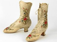 This pair of satin ankle boots were designed by French designer, Francois Pinet, in A Step Into the Bata Shoe Museum Victorian Shoes, Victorian Women, Victorian Fashion, Vintage Fashion, Vintage Gowns, Vintage Shoes, Vintage Accessories, Vintage Outfits, Vintage Dress