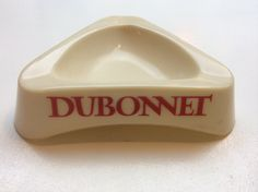DUBONNET kolmionmallinen tuhkakuppi, sivun pituus 14cm
