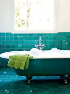Hmmm...I have a clawfoot bath tub...be interesting to paint it like this to give them bathroom a little splash o colour...