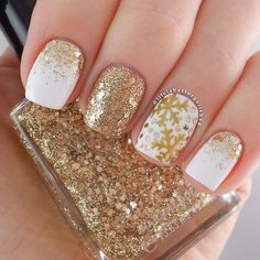 Image via We Heart It https://weheartit.com/entry/152412634 #christmas #fashion #gold #luxury #nailart #nails #sequins