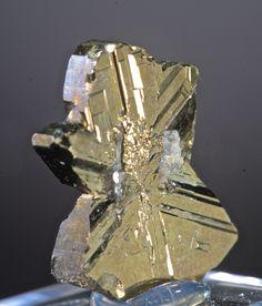 Cubanite (twinned crystal) ~  Henderson Number 2, Chibougamau Quebec, Canada