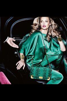 Exclusive Fashion Fix Michael Kors Outlet, Handbags Michael Kors, Green Dress Outfit, Lace Jeans, Unique Fashion, Womens Fashion, Biker Boots, Child Models, Mode Style