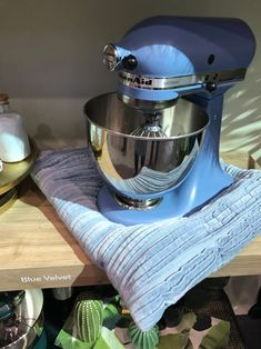 You Have to See the Newest KitchenAid Stand Mixer Colors — International Home & Housewares Show 2018 Stand Mixer Recipes, Stand Mixers, Kitchenaid Mixer Colors, Kitchenaid Standmixer, Kitchen Gadgets, Kitchen Appliances, Baby Birthday Cakes, All White Kitchen, Raw Wood