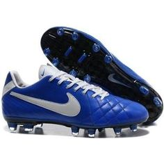 nike soccer shoes Half Off Discount Cheap Soccer Cleats, Nike Soccer Shoes, Soccer Boots, Football Shoes, Football Cleats, White Football Boots, Newest Jordans, Shoe Collection, Fashion Shoes