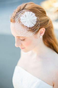 Kleiner Fascinator,  Headpiece zum Brautkleid von Noni  auf DaWanda.com