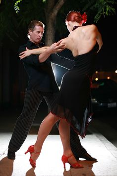 Dance the Salsa -♪♫ www.pinterest.com/wholoves/Dance ♪♫ #dance