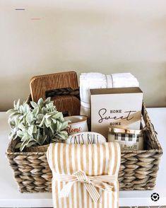 best gift diys - #realestatetips Housewarming Gift Baskets, Wine Gift Baskets, Gift Basket Ideas, Creative Gift Baskets, Housewarming Gift Ideas First Home, Summer Gift Baskets, New Mom Gift Basket, Mothers Day Baskets, Wedding Gift Baskets