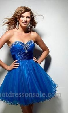 This would be the perfect homecoming dress... To bad I can't go :(
