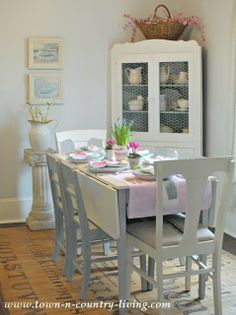 Cottage-Dining-Room-at-Easter