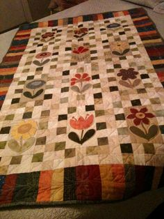 Lovely! I like the interspersed appliqued flowers on this quilt.
