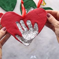 SALT DOUGH HANDPRINT ORNAMENTS Faaliyet<br> Learn how to make this Salt Dough Handprint Ornament to place on your Christmas Tree! This is the easiest salt dough recipe! Fun Easy Crafts, Fun Crafts For Kids, Baby Crafts, Toddler Crafts, Easter Crafts, Diy For Kids, Creative Crafts, So Creative, Valentine Crafts For Kids