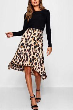 93a1420fa7 Falda midi de satén estampado de leopardo con botones y abertura