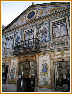 Fábrica de Azulejos (tiles) Viúva Lamego faced, since We bought many ceramics from this beautiful factory Portuguese Culture, Portuguese Tiles, Mosaic Tile Art, Visit Portugal, Unusual Homes, Tile Murals, Amazing Buildings, Iron Work, Delft