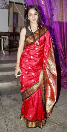 Mrinal Kulkarni at Nikitin Dheer and Kratika Sengar's wedding reception.