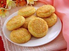 Como fazer biscoitos de coco. Se você é daquelas pessoas que sempre querem lanchar ou tomar café da manhã com biscoitos, neste artigo propomos a você uma receita muito fácil de fazer qu...