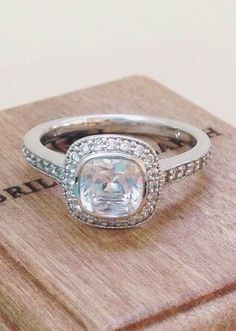 Chic and antique wedding ring...timeless style.