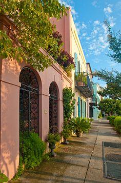 Rainbow Row, South of Broad Street. Charleston, SOUTH CAROLINA.