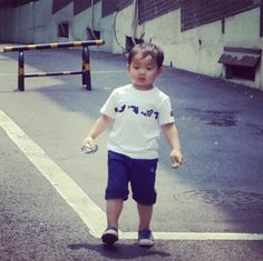 they grow up so fast. Little Babies, Cute Babies, Baby Kids, Song Il Gook, Superman Kids, Man Se, Papa Baby, Song Triplets, Song Daehan