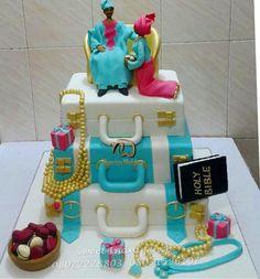 Nigerian Wedding Presents Traditional Wedding Cake Ideas Nigerian Traditional Wedding, Traditional Wedding Cakes, Traditional Cakes, African Wedding Cakes, African Weddings, African Cake, Funny Wedding Cake Toppers, Themed Wedding Cakes, Cake Wedding