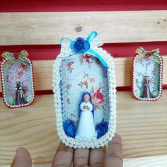 """Casarão das Artes no Instagram: """"Olha que gracinha nossos oratórios em miniatura, sim eles são feitos com latinhas de sardinha!!! Com um pouco de criatividade dá pra…"""" Sim, Flip Flops, Sandals, Shoes, Instagram, Women, Creativity, Miniatures, Shoes Sandals"""