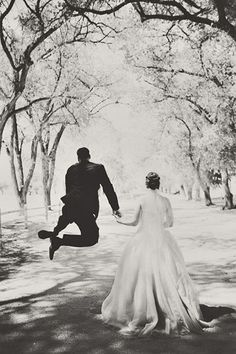 Wedding Photography - Attractive and fun notes. indoor wedding photography poses 6866088712 pinned on 20190629 Army Wedding, Wedding Pictures, Dream Wedding, Military Weddings, Wedding Ideas, Wedding Photography Styles, Indoor Wedding, Wedding Photo Inspiration, Bride Groom
