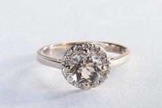 Zásnubní briliantový prsten z růžového zlata. #klenotnictvipraha #zlatnictvipraha #sperky #prsteny #zasnubni #snubni #wedding #engagement #diamant #diamantovesperky #zlato #ruzovezlato #svatba #zasnuby #rings #moda #klenotacz
